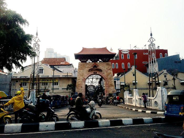 Passer Baroe (Pasar Baru) Jakarta INDONESIA Pasar Baru Pasar Baru Outdoors Architecture Built Structure Clear Sky Roadside Day Street