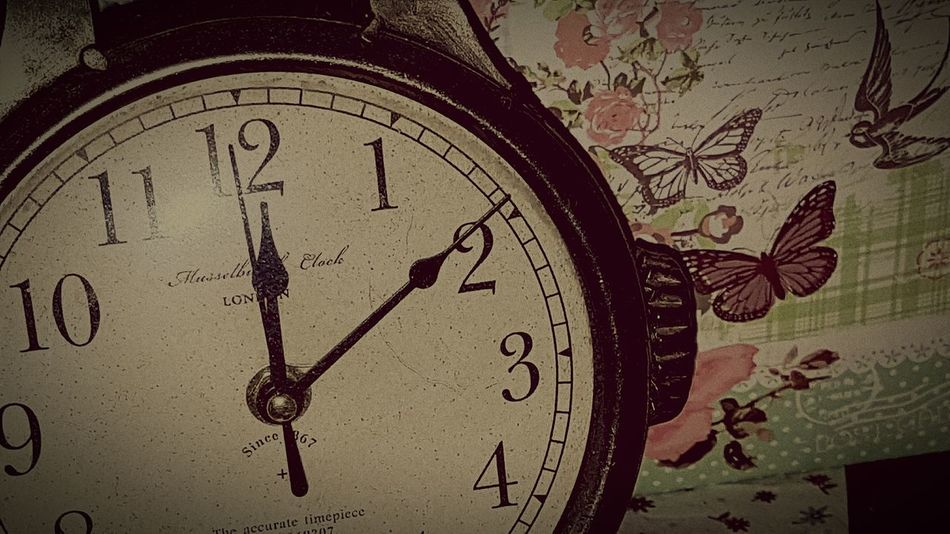 Time Clock Old-fashioned Antique No People Indoors  Motive Living Room Crazy Moments Relaxation Impressionen