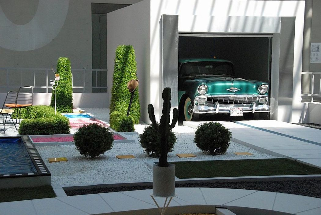 Arpel 's House Arpel 's House Chevrolet Chevy Jacques Tati Maison Arpel Modern Architecture Mon Oncle Film MOVIE Old Car Your Design Story Photojournalist Eyeem 2016 The Photojournalist – 2016 EyeEm Awards The Architect - 2016 EyeEm Awards MeinAutomoment