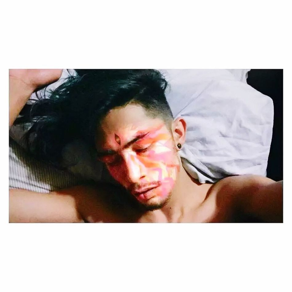 Shirtless Young Adult Real People One Person Bed Lifestyles Young Men Young Women Indoors  Leisure Activity Lying Down Bedroom Men Tensed Day Close-up People Selfile Boy Like Man Only Men Eyes Human Hand One Man Only