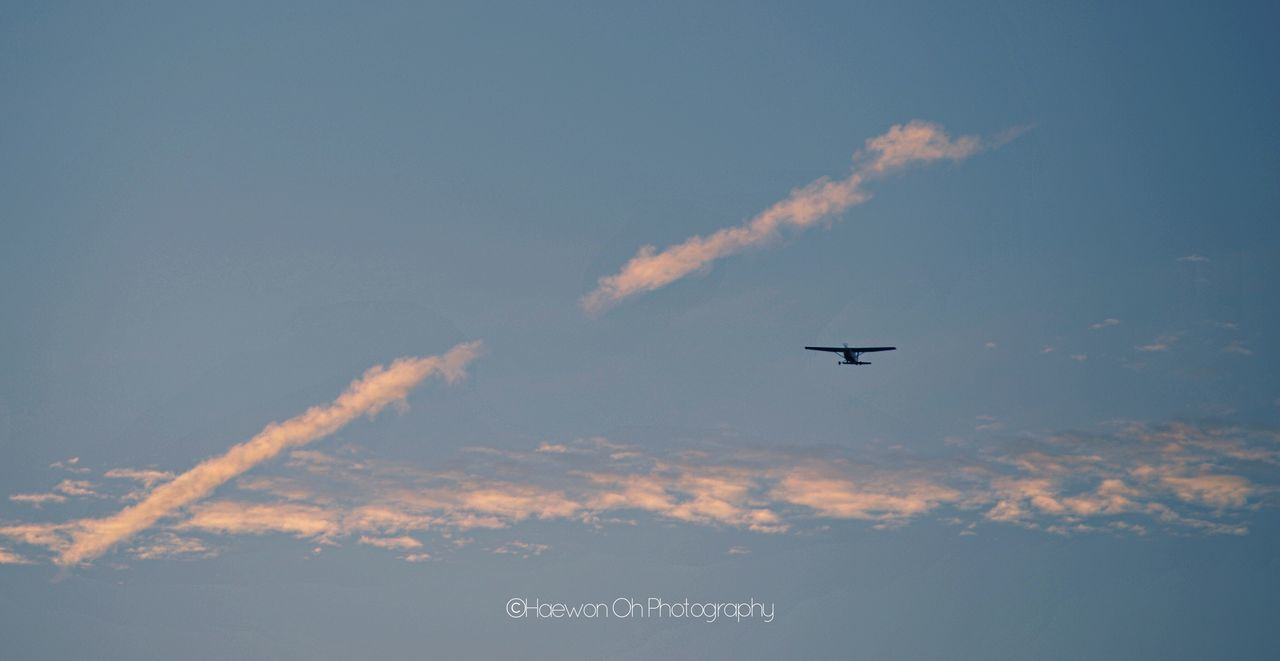 airplane, flying, transportation, sky, journey, air vehicle, travel, no people, blue, outdoors, day, vapor trail, airshow