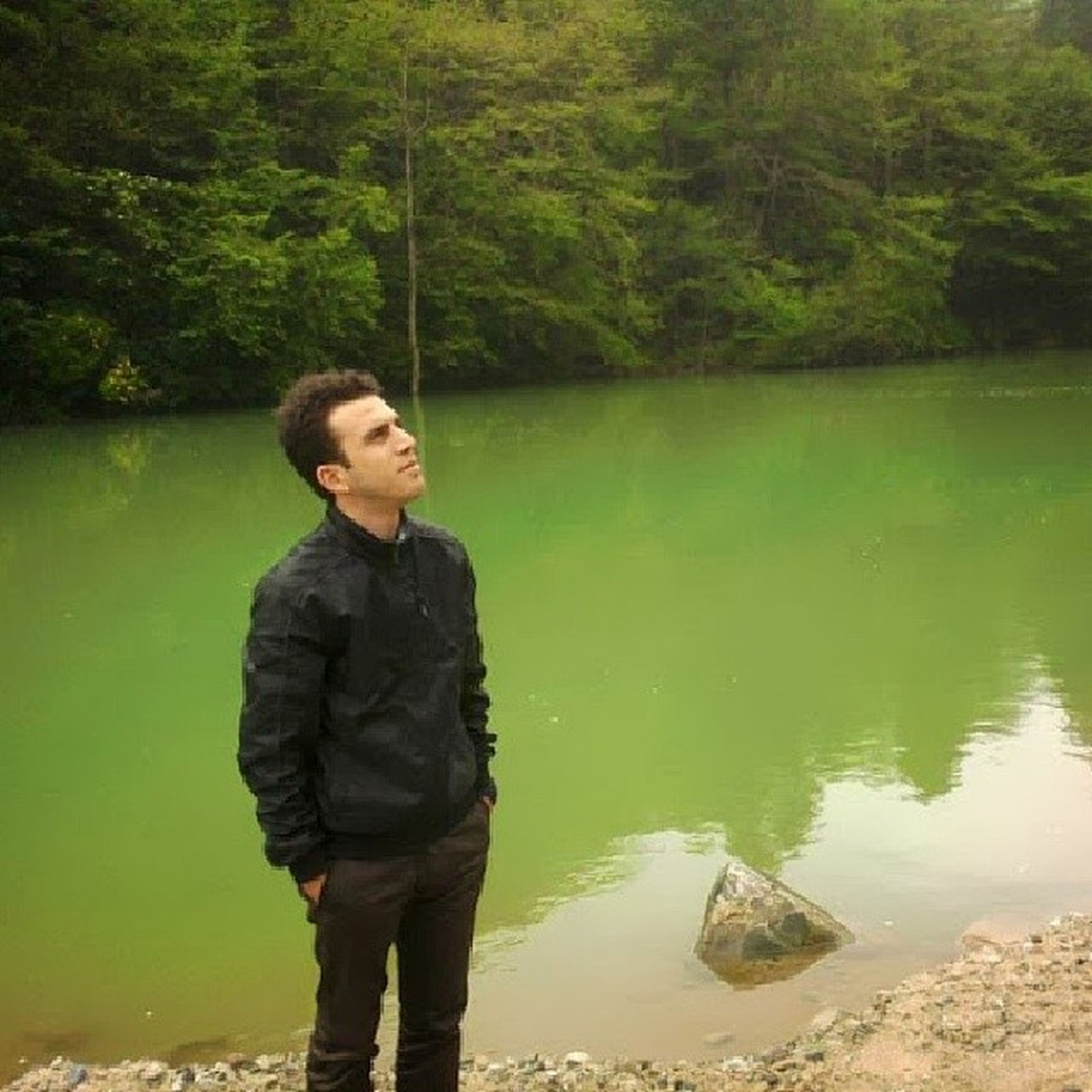 water, lifestyles, casual clothing, standing, leisure activity, three quarter length, lake, young adult, tree, nature, young men, tranquility, person, waist up, river, full length, beauty in nature, rear view