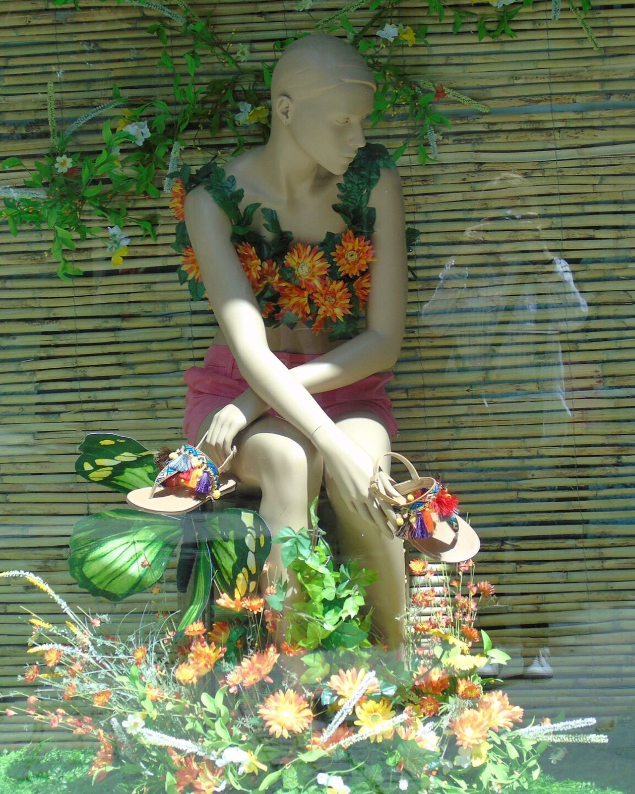 Plant The Street Photographer - 2017 EyeEm Awards Flower Human Representation Statue Art And Craft Outdoors Leaf Sculpture Day Growth Building Exterior Nature Built Structure Sitting One Person Tree Women Young Women Beautiful Woman Fragility Girona Girona Temps De Flors 2017 Gironamenamora