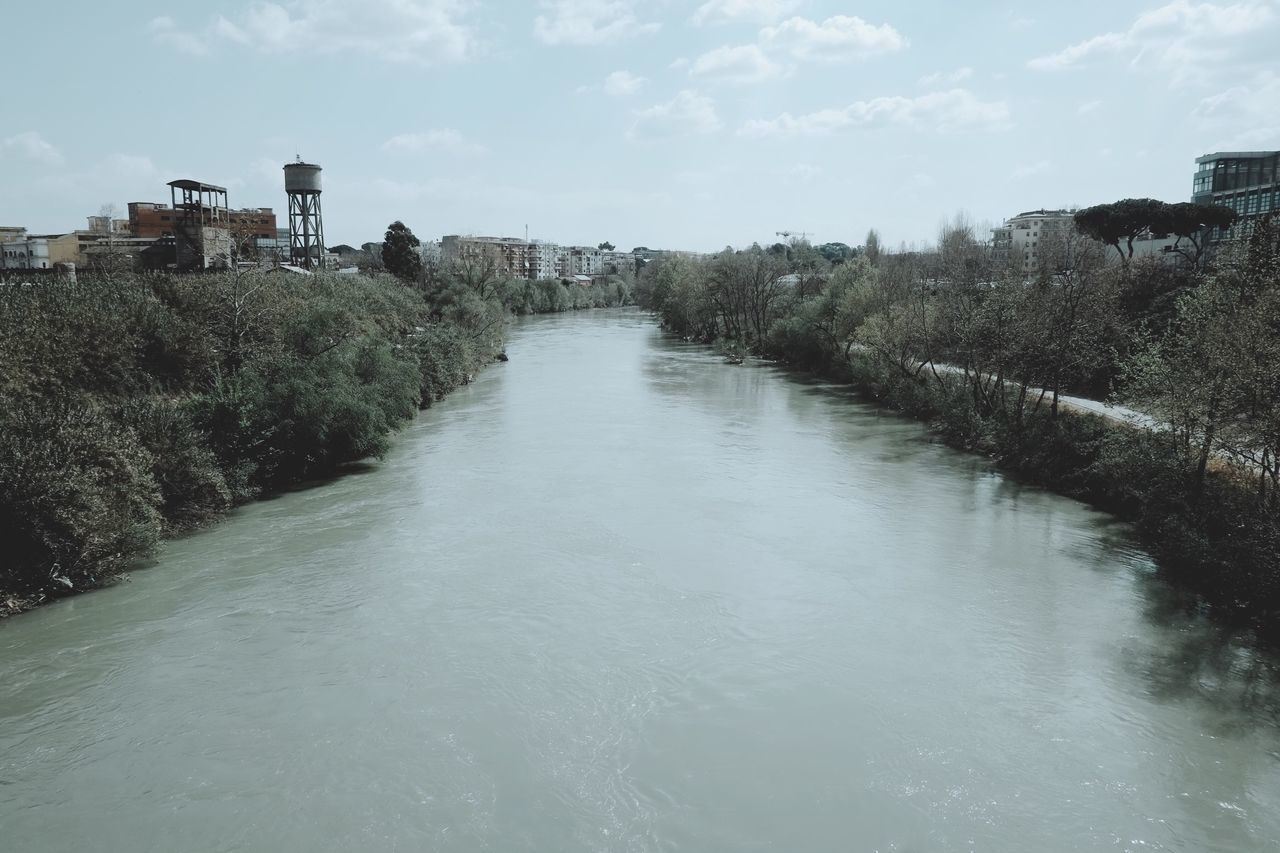 A HORIZON OF MINE, by Claudia Ioan Rome Tevere Water Sky No People River Outdoors Day Scenics Cloud - Sky Nature Mobile Photography Iphone6 Urban Landscape Tranquility Urban Photography Built Structure IPhoneography Adapted To The City