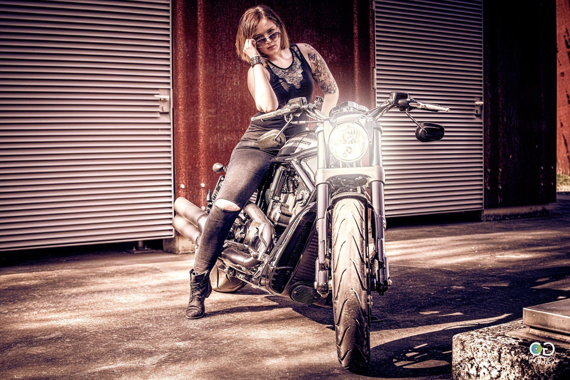Motorcycle One Person Adult People Biker Women Beautiful People Outdoors Bochum Harleydavidson Sexygirl Shooting Photography Photooftheday Germany Sunlight Weather