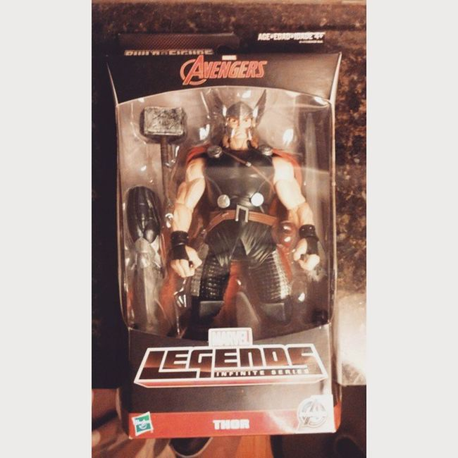 finally got my marvel lengends thor! after all the searching finally Thorhammer Thor  Manchild Marvel Marvellengends Infiniteseries Hasbro Figures Figuretime Figurecollecting Amazing AgeOfUltron Avengers Buildafigure Greatday Geekingout Lovingthis Soexcited Sexy Manchild