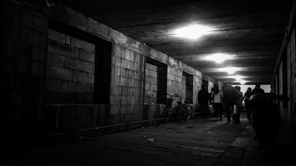 Real People Built Structure Architecture Taking Photos People Street Night Eye4photography  Blackandwhite Daily Life Still Life EyeEm Taiwan EyeEm Gallery My Black & White Photography Bnw_life Night View Bnw Streetphotography Street Photo Night Lights Welcome To Black