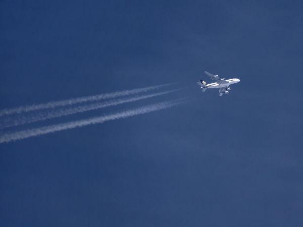Alpen-Überflug A 380 A 380 Airbus Blue Day Kondensstreifen Mode Of Transport No People Outdoors Singapure Airlines Sky