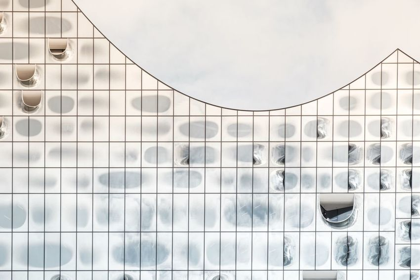 No People Sky Day Architecture Outdoors Close-up Elbphilharmonie Fassade Zeiss60mm Fujifilm-xe2s Tenebrio.photos Gradient Minimalist Architecture