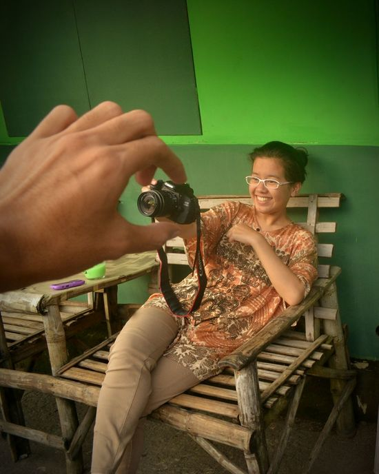 Aww .. Eyeemvision Sonnysanjaya Green Playing Person Expertise Teamwork Smile Magicview Woman With Camera Green Color Candid Camera Girl