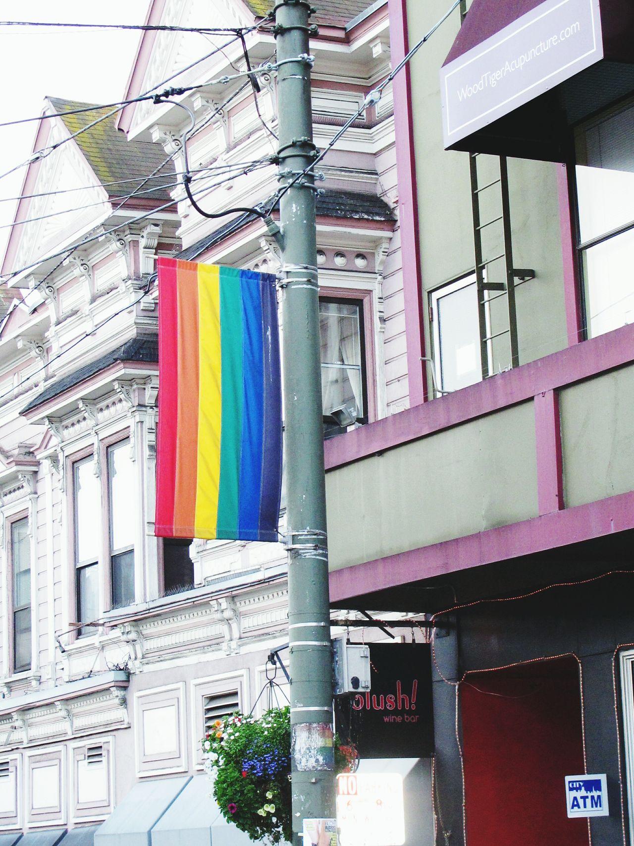 Que no haya más odio, que todos aprendamos a aceptar al que no es igual. Un lugar de libertad: Castro Street en San Francisco Orlando Jesuis Castrostreet Sanfrancisco Diversity Diversidad Equality Igual Igualdad Matrimonioigualitario Lgbt LGBT Rainbows