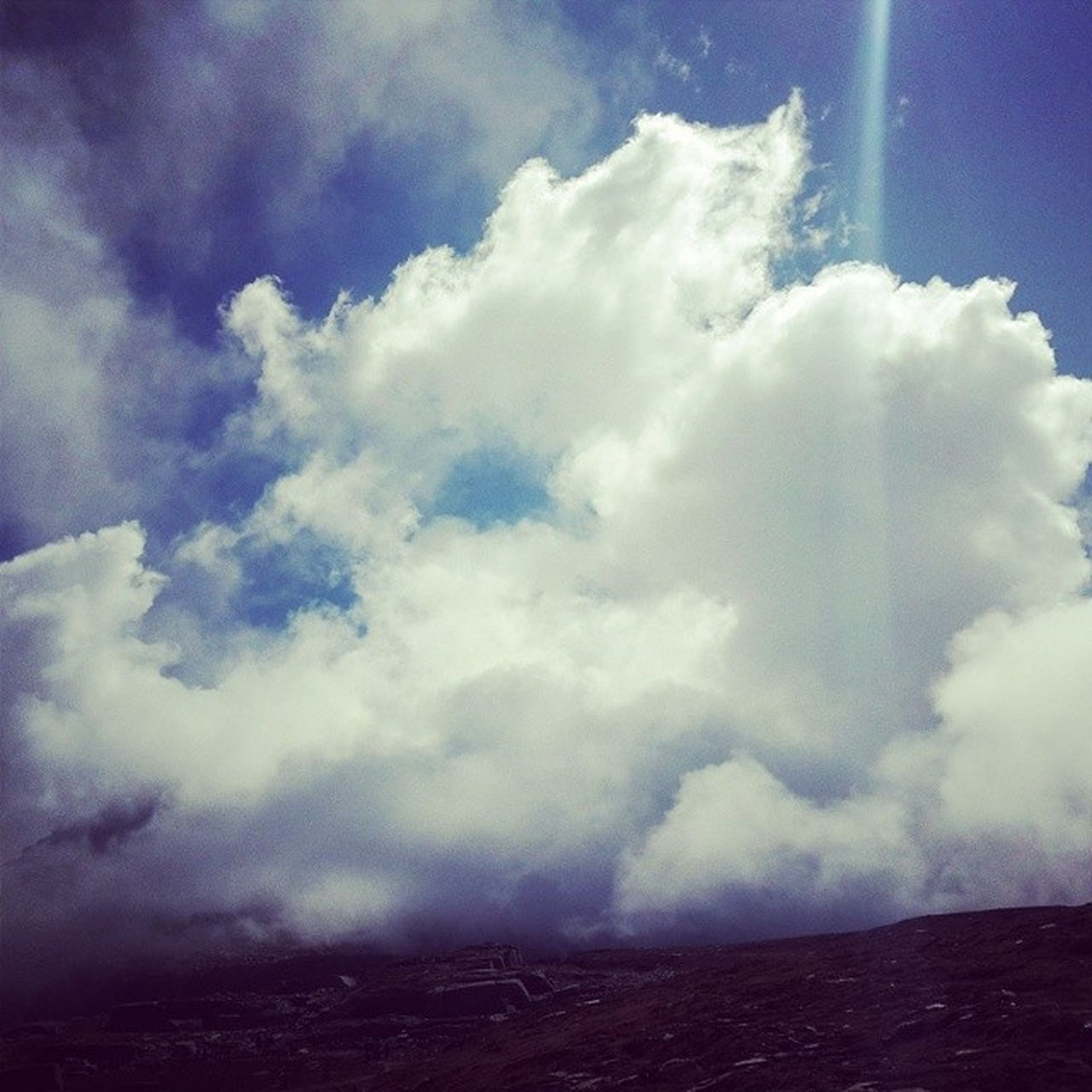 When the clouds are in my hand... Going to heaven .... @kuluManaliLoveRodTrips