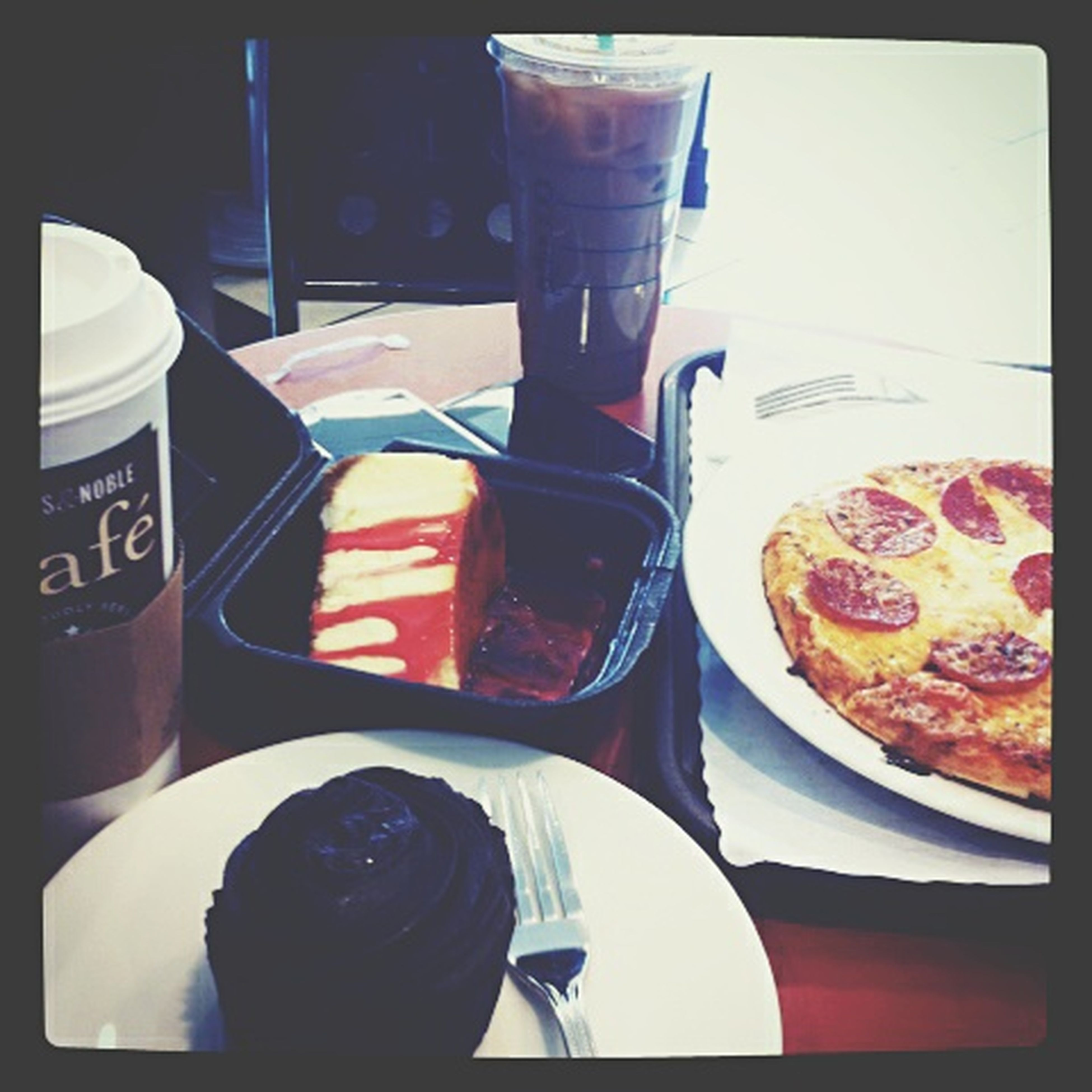 Foodphotography Pizza <3 Barnesandnoble Cupcake Went There To Eat Starbucks ❤
