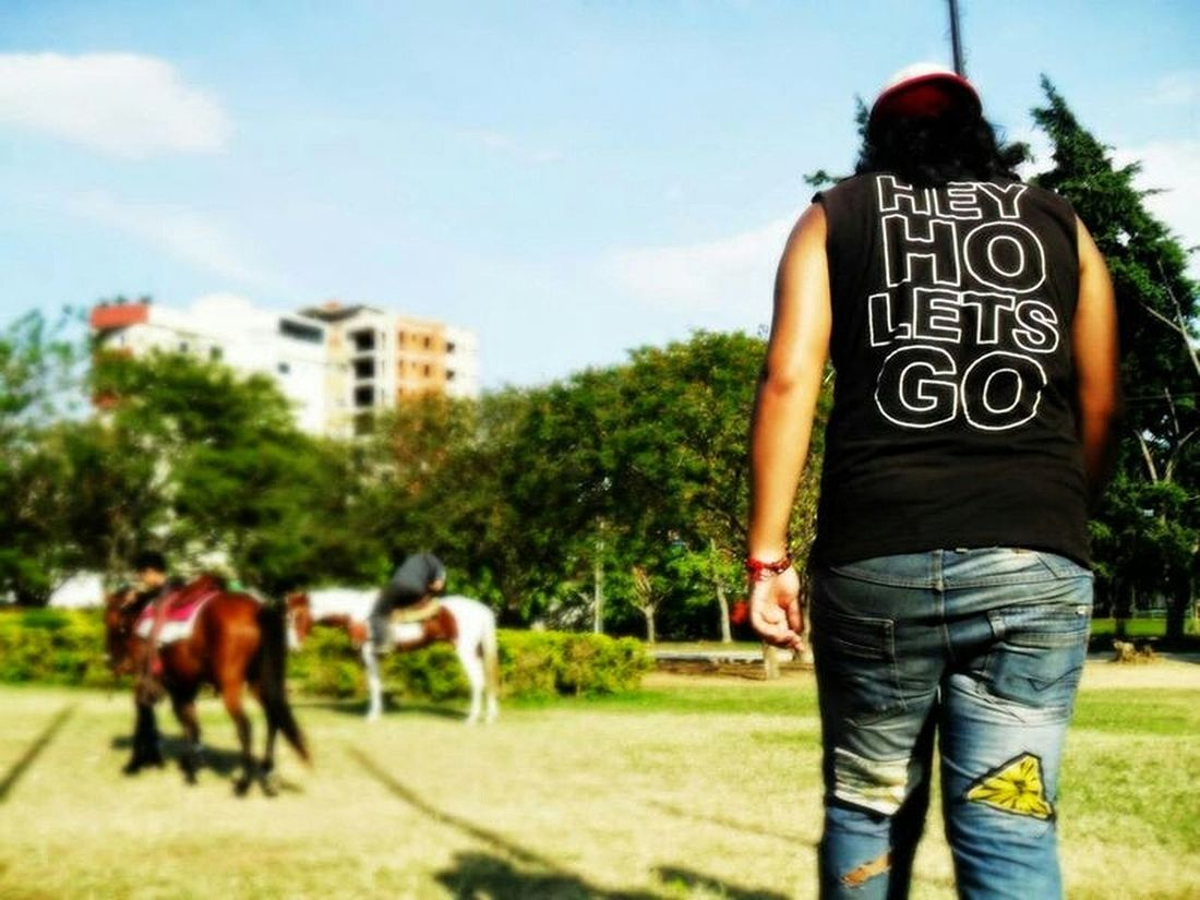 Urban Lifestyle Relaxing Park Horse People Colors Streetphotography Urban Life Mensajes a new adventure every day :)
