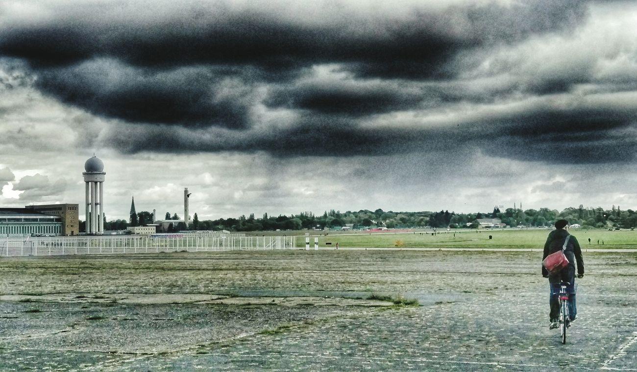 Berlin Tempelhof Storm Rain Endoftheworld Dramatic Sky Sky And Clouds Taking Photos Followifyulike Followforfollow Followme Folgt Mir Und Ich Folge Zurück