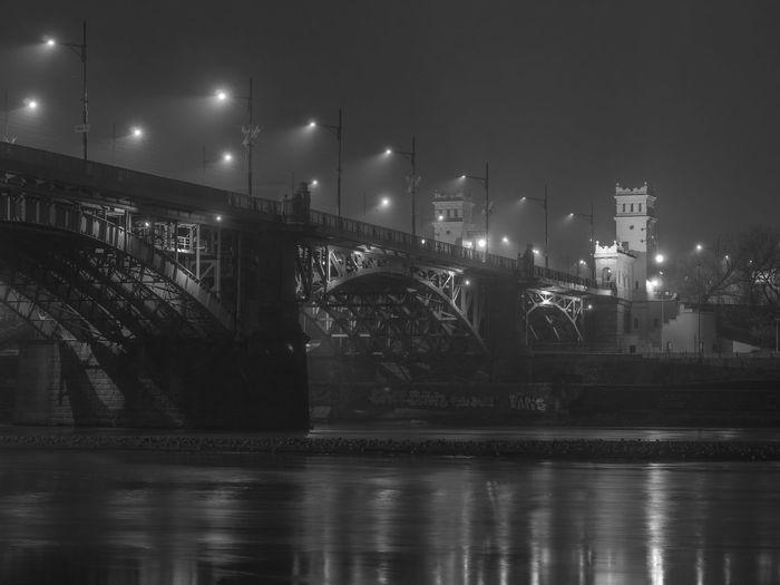 Foggy Night Architecture Bridge - Man Made Structure Bridge In Fog City Illuminated Night Water