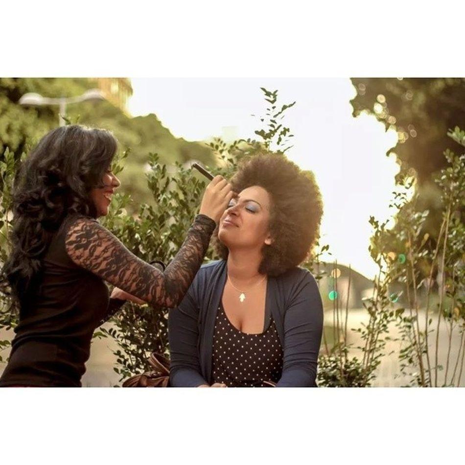 A arte nos olhos da @medeirosmilena_ Arte na face da @mimimicatarina Em tudo isso tem amor, e é isso o que me move. Milelas <3 Luescarbemakeup Maquiagem Maquiadora Art naomekahlo fotografia model blackpower afromake afrohair beauty instamake instafriends