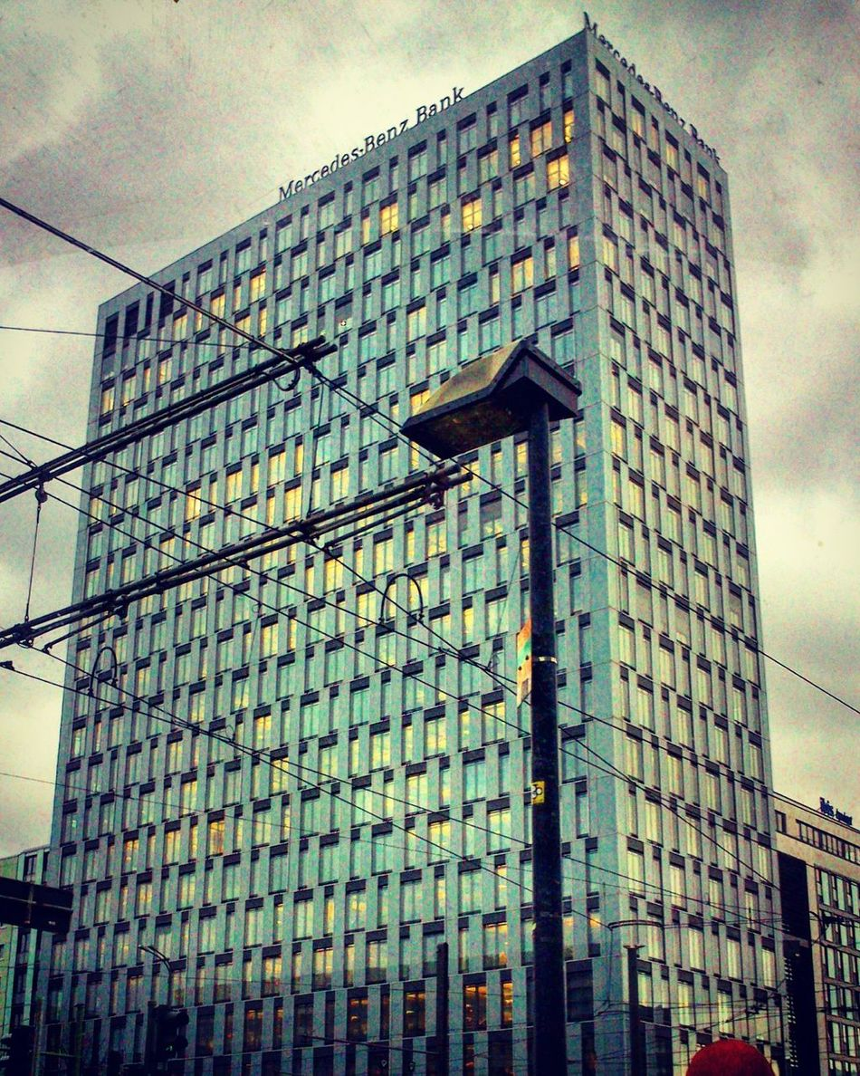 Architecture Built Structure City Mercedes-Benz Bank Cityphotography Viele Leute Hochhaus Berlin Diestadtberlin City Life Outdoorphotography Regentag März 2017