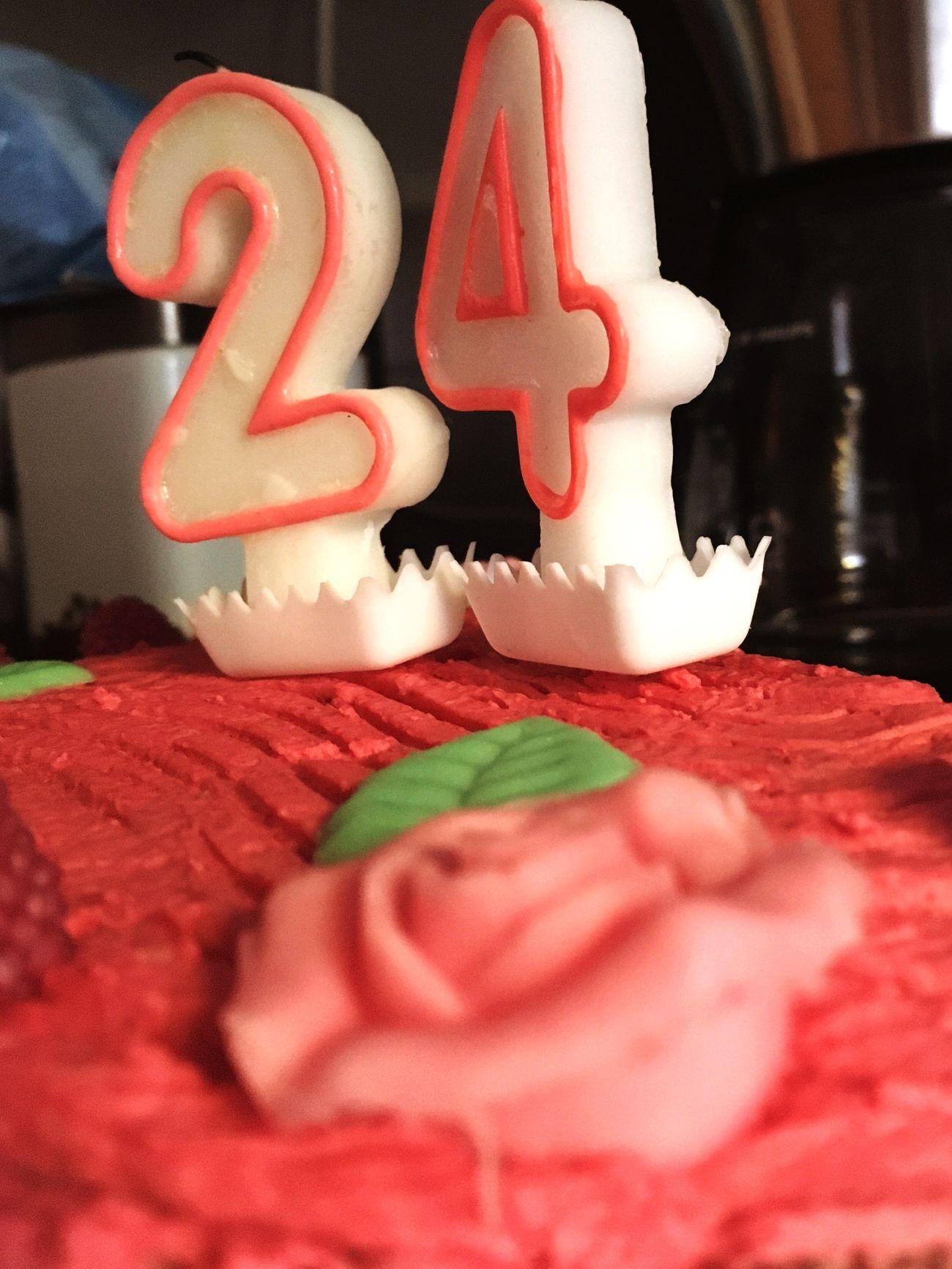 24. Birthday🎈- dieses Jahr war schon jetzt eines der bewegensten und eriegnisreichsten Jahre überhaupt für mich. Ich bin dankbar für jeden einzelnen Augenblick, für Kraft, Hoffnung und Liebe. Ich weiß, dass das alles nicht selbstverständlich ist. Ich bin wahnsinnig gesegnet! Ich darf einfach glücklich sein - und genau das wünsche ich DIR auch! Be blessed! 🙏🏼 Blessed  Abschluss  Birthday Physiotherapy Feiern Kuchen - 24 Geburtstag Cake Thankful Dankbar Happy