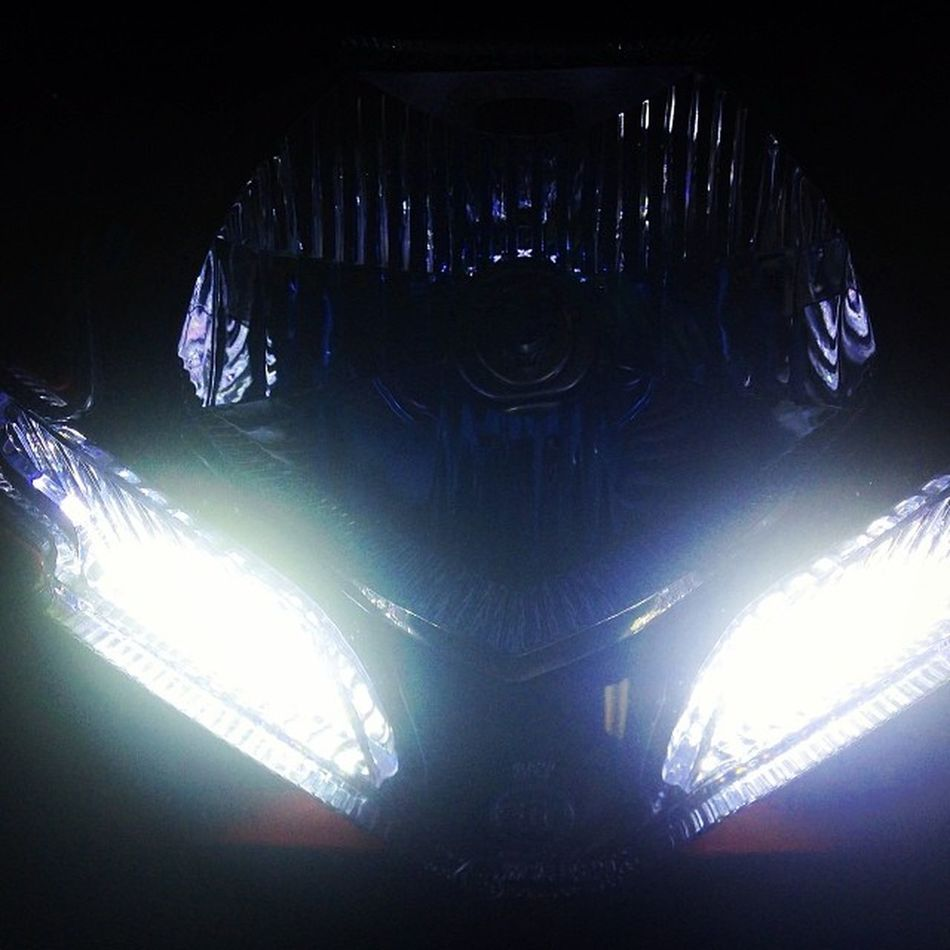Eyes Streetfighter848 Red White face ducati