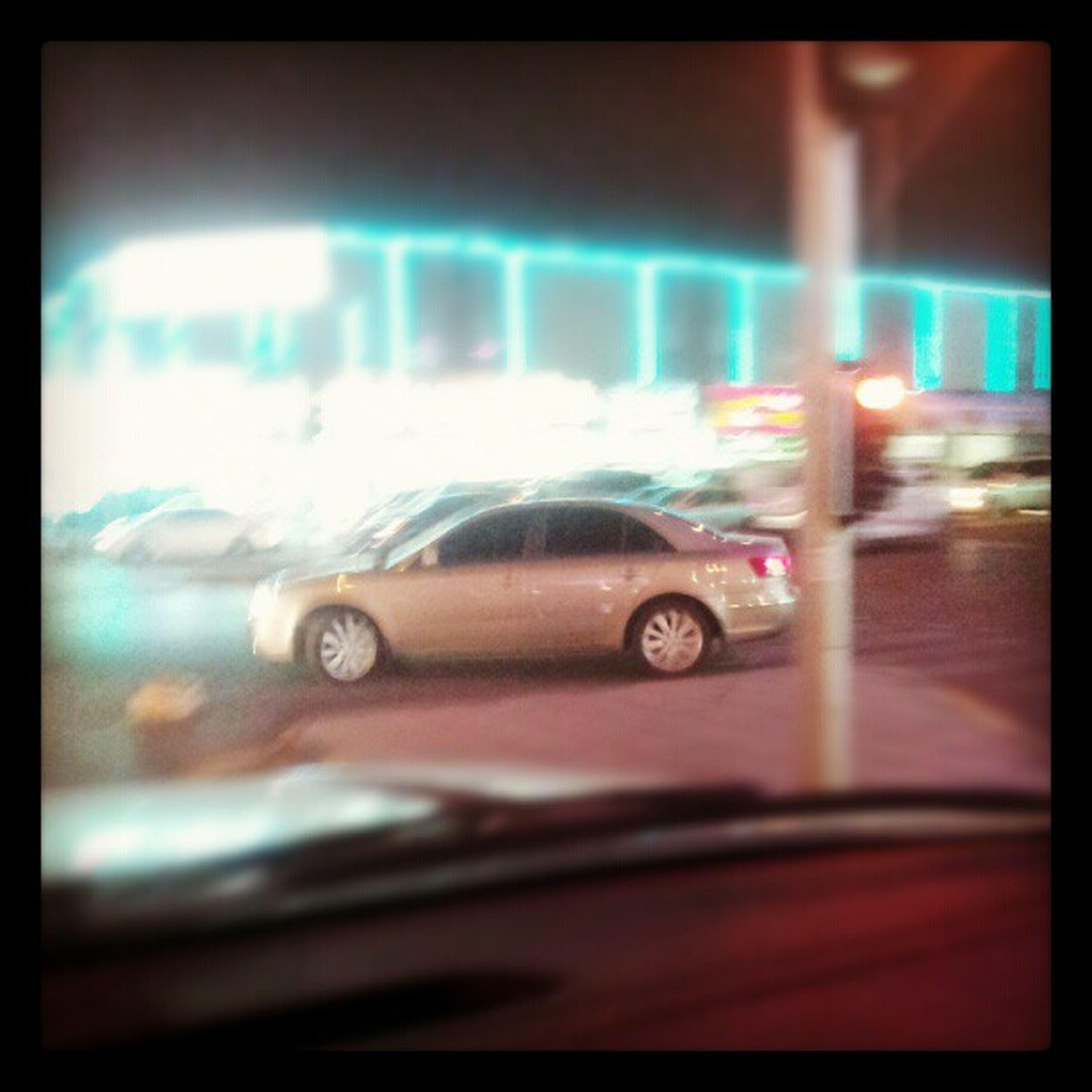 مخالفة سيارة عكس طريق تجاوز الاشارة الحمراء ليل Violation of a car reversed by bypassing red signal night