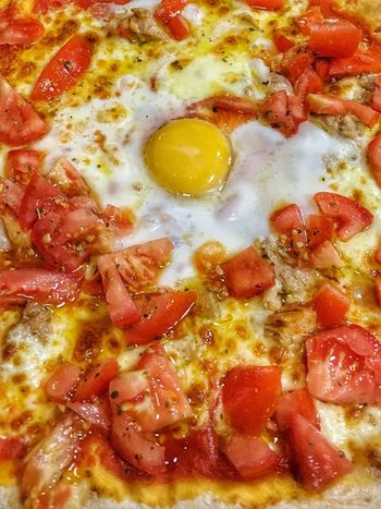 Day 6 | hambre Food Pizza Close-up No People Food And Drink ¡proyecto! IPhoneographer Art IPhone Tomato Comidas Huevo Kitchen Origan Restaurant Full Frame Yellow Fried Egg Freshness Indoors  Sunny Side Up Ready-to-eat Day