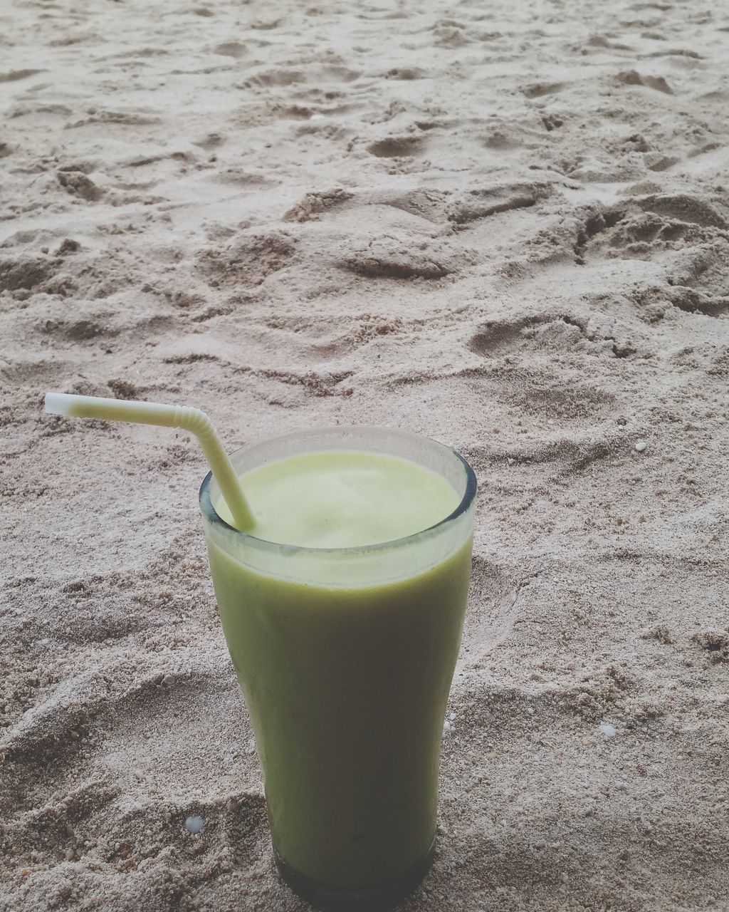 drink, sand, green color, drinking straw, no people, healthy eating, food and drink, drinking glass, refreshment, freshness, day, beach, close-up, smoothie, indoors, food