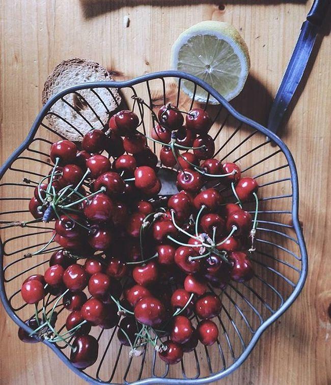 Lazysunday and Cherries . Foodie Cerises SundayFunday Foodphotography