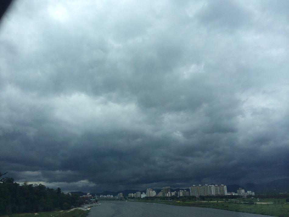 비가 오긴오는데, 쩝, 하늘 무섭다.