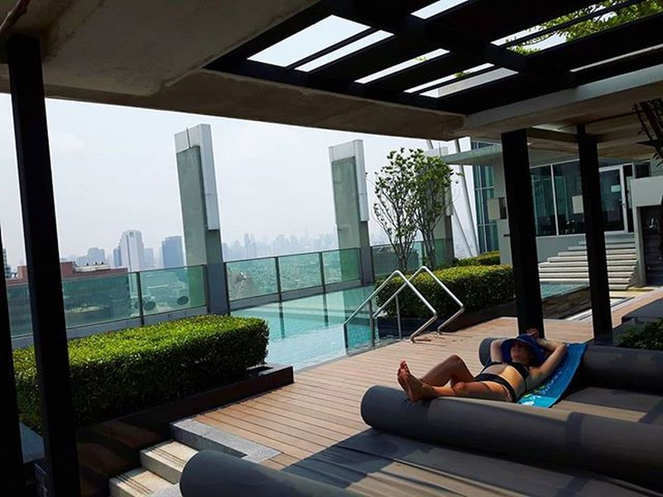 Don't worry be happy :) Relaxing Summer Pool Poolparty Citylife Bangkok Thailand Onrooftop Rooftop Roof Sunshine Buildings Travels Traveling Traveller Lazyday Onrooftop Travelingram Hot