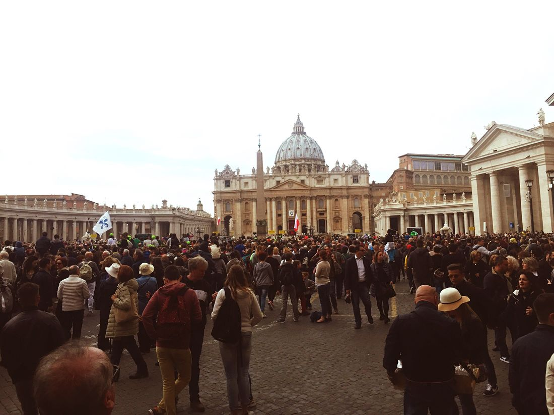 Rome SanPietro Piazza San Pietro Toomanypeople Cristianity Sunday CupolaDiSanPietro Beatiful