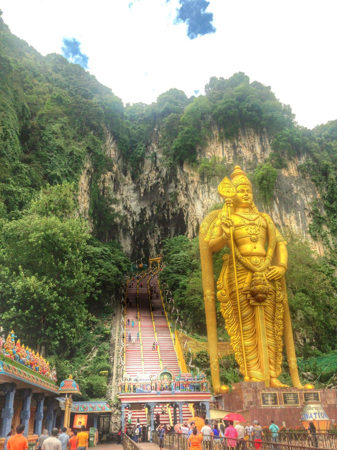 Entrance to Batu Caves with Murugan statue. Gombak, Selangor, Malaysia. Malaysia Truly Asia Malaysia Scenery Batucave BatuCavesHinduTemple Batu Caves Batu Caves -Malaysia