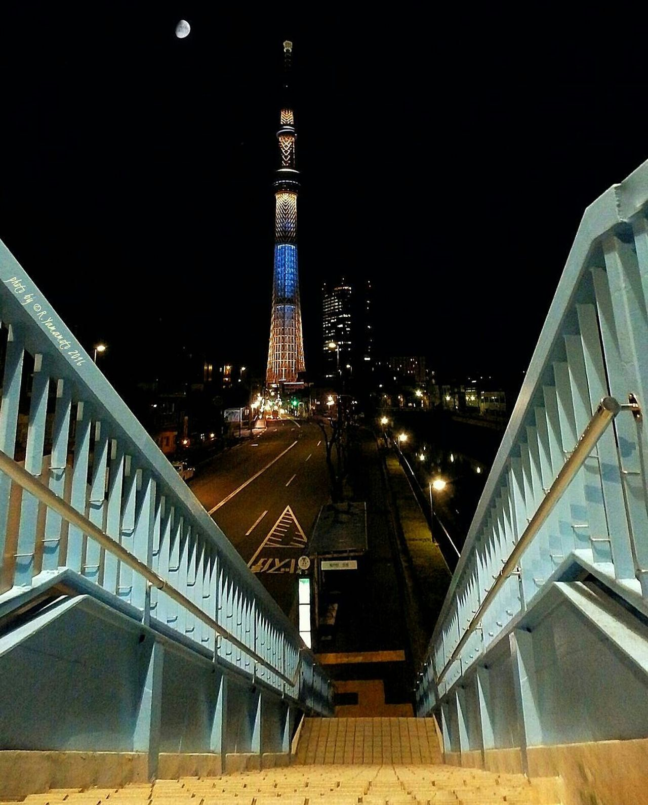This shot was taken almost a year ago.. 'Tokyo Sky Tree' tower and the waxing gibbous Moon🌛🌃🗼... on the way home from work. | やっと週末♪寒さに負けずに、素敵な週末をお過ごしください(*´∀`)♪ A Happy Weekend Y'all! 東京スカイツリータワーとお月様◯ |Location / 撮影地: 東京都墨田区押上 ・Oshiage, Sumida-ku, Tokyo | スカイツリー 東京スカイツリー SkyTreeTower Tokyoskytree Architecture Night Illuminated Tokyo Night Tokyo Street Photography Overpass View Gibbous Moon Moon Shots Eyeemgallery EyeEm Best Shots - Architecture EyeEmNewHere From My Point Of View Cities At Night Urbanphotography Urban Exploration 夜景 Full Frame Adapted To The City From My Perspective