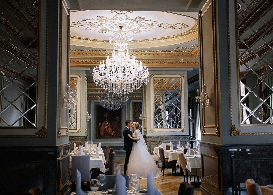 Wedding свадьба ресторан  невеста жених поцелуй красота