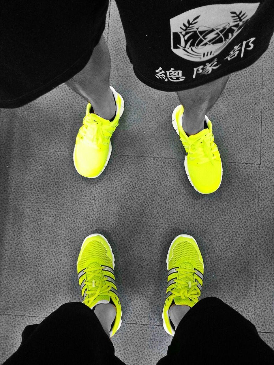 向日葵香蕉配色正在流行!Adidas Nike Run 6k