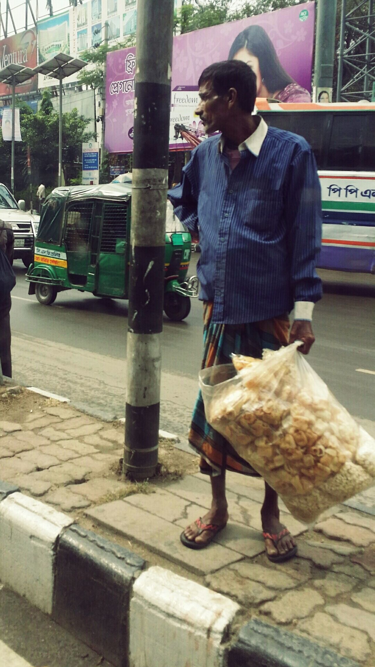 I saw this guy in bangladesh when I was on a duty trip, it was 5 am in the morning, i bet he was awake earlier and even he slept on the streets. And he is the representation of why we under appreciate the life we are living and the things we have, i just wish if all people had the same amount of ressources, if we were all equal and no one had more than the other.The Photojournalist - 2016 EyeEm Awards Bangladesh Human Condition Streetphotography The Street Photographer - 2016 EyeEm Awards The Portraitist - The 2016 EyeEm Awards Faces Of EyeEm Faces In Places Faces Of The World Hardwork Hardworking Hardworkingman EqualityForAll Eye4photography  EyeEm Gallery Eyem Best Shots Eyeem Market Eyeemphotography Artphotography Inspired Daily Inspiredbythemoment Inspirational Inspiredeye Eye For Photography Mindblown