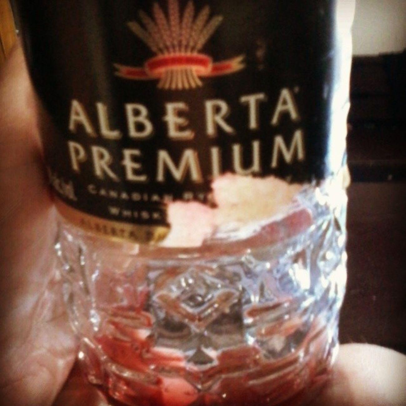 Alberta Premium Wishky 40 %alc Alberta Distillers limted calgary canadian club