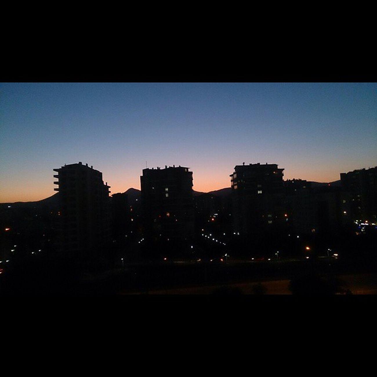 Bu manzarayı paylaşmazsam olmazdı. Bence harika 😊 Güneş battıktan sonra hala ardında ışık bırakarak gidiyor... Takkelidağ Konya Konyagram Konyainstagram InstaKonya Instasize Photogrid