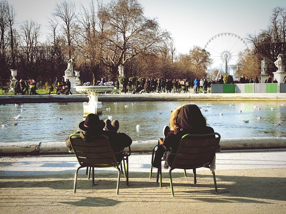 The Street Photographer - 2017 EyeEm Awards Streetphotography Relaxing Enjoy The Sun Sunny Winter Lazy Afternoon Paris ❤ Afternoon In Paris Two Is Better Than One Couple