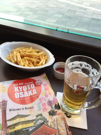 Hello World Snack Time Taking Photos Relaxing after a long walk around Osaka Enjoying Life Randomshot Foodphotography Beer Chips