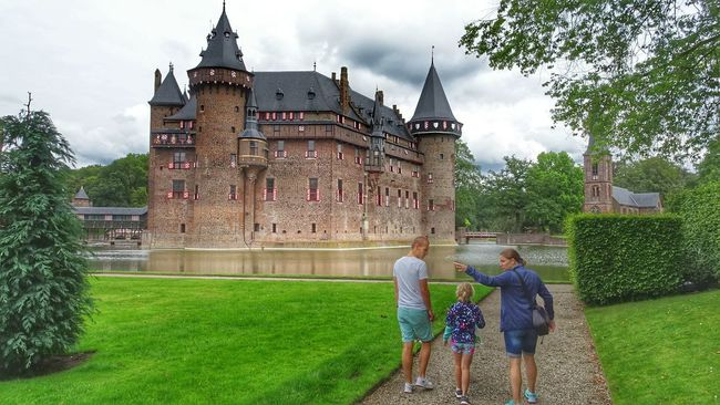 Historical Building Beautiful Castle Check This Out Hanging Out Taking Photos Architecturelovers