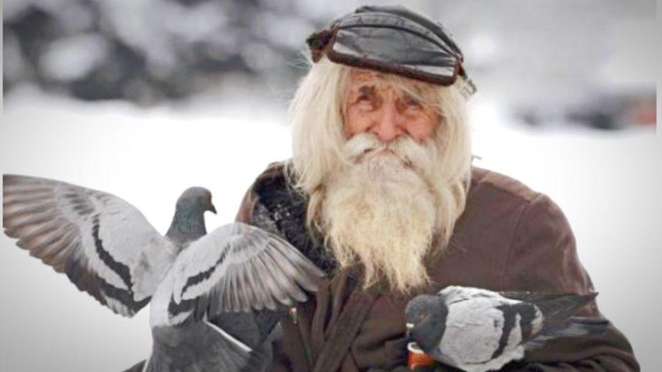 Good Person Poor People  Generous Birds🐦⛅ Happy People Old Person Life Goals