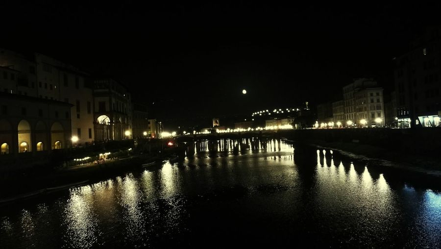 Pontevecchiofirenze Wonderful View Magic Moments Magic City Best View Bridge Florence Italy Love This City ❤ Urbanphotography Moon Piazzalemichelangelo Arno  Reflections In The Water Night Lights Florence By Night Old City Italy❤️ Picoftheday