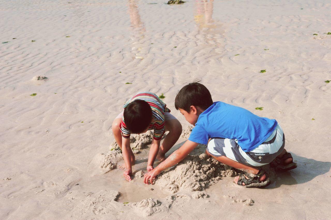 Playing Beach JEJU ISLAND  South Korea🇰🇷 Jeju_korea Korea Trip Jeju Korea Jeju Island, Korea Jeju Travel Kids Being Kids Kids Playing Kids Having Fun Kidsphotography Kids Kid