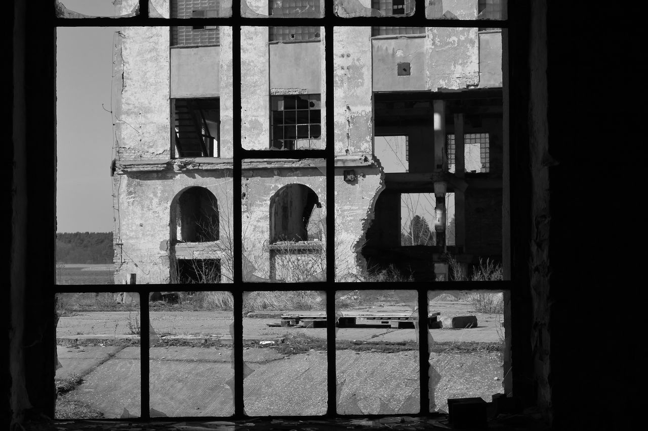 window, architecture, built structure, building exterior, arch, no people, day, indoors, close-up