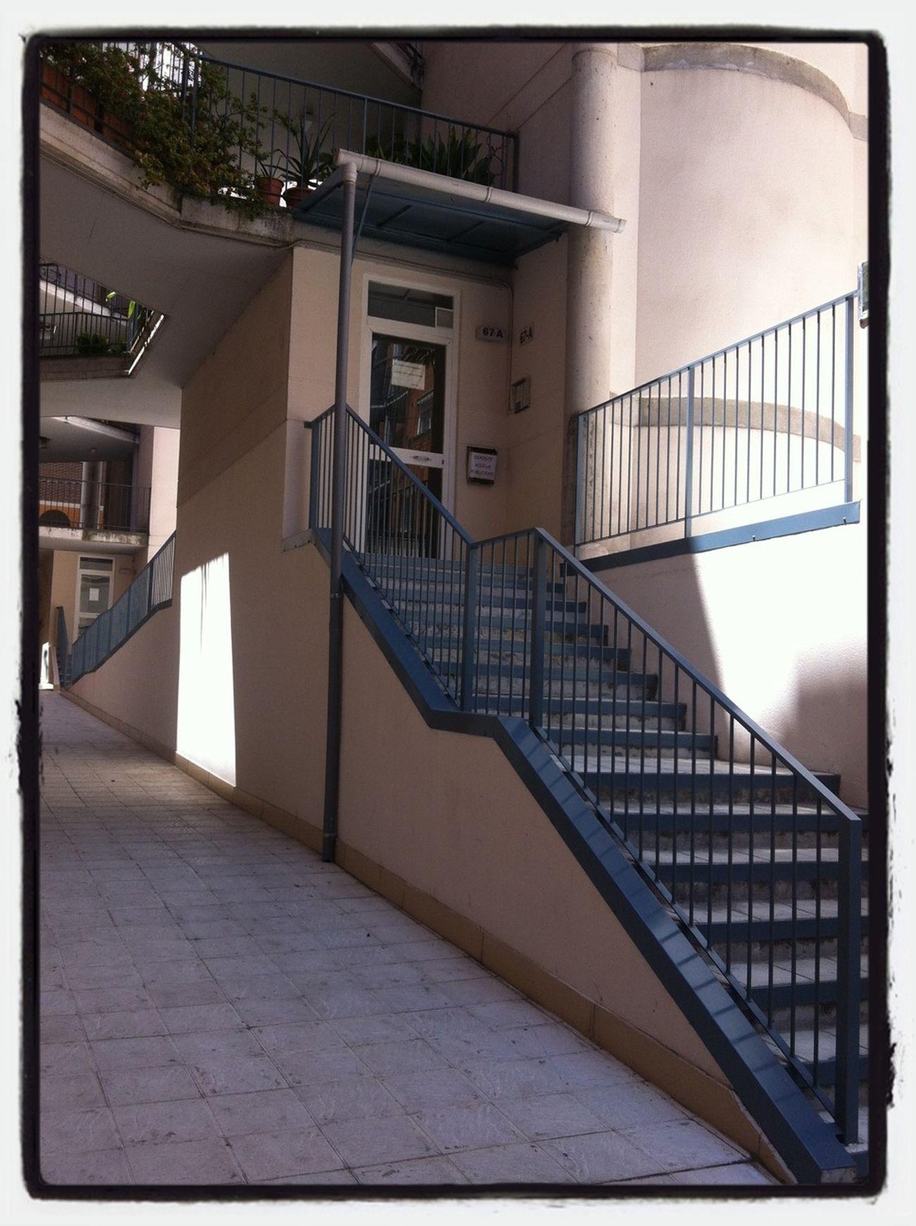 No puedo cambiar mis circunstancias pero si el medio para alcanzar mis oportunidades. Stairs Escaleras PicFeeling Barreras Arquitectónicas