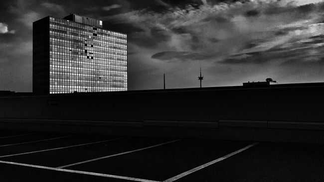 Shootermag The Architect - 2015 EyeEm Awards Urban City Architecture EyeEm Best Shots Black And White Blackandwhite Urban Geometry Sky