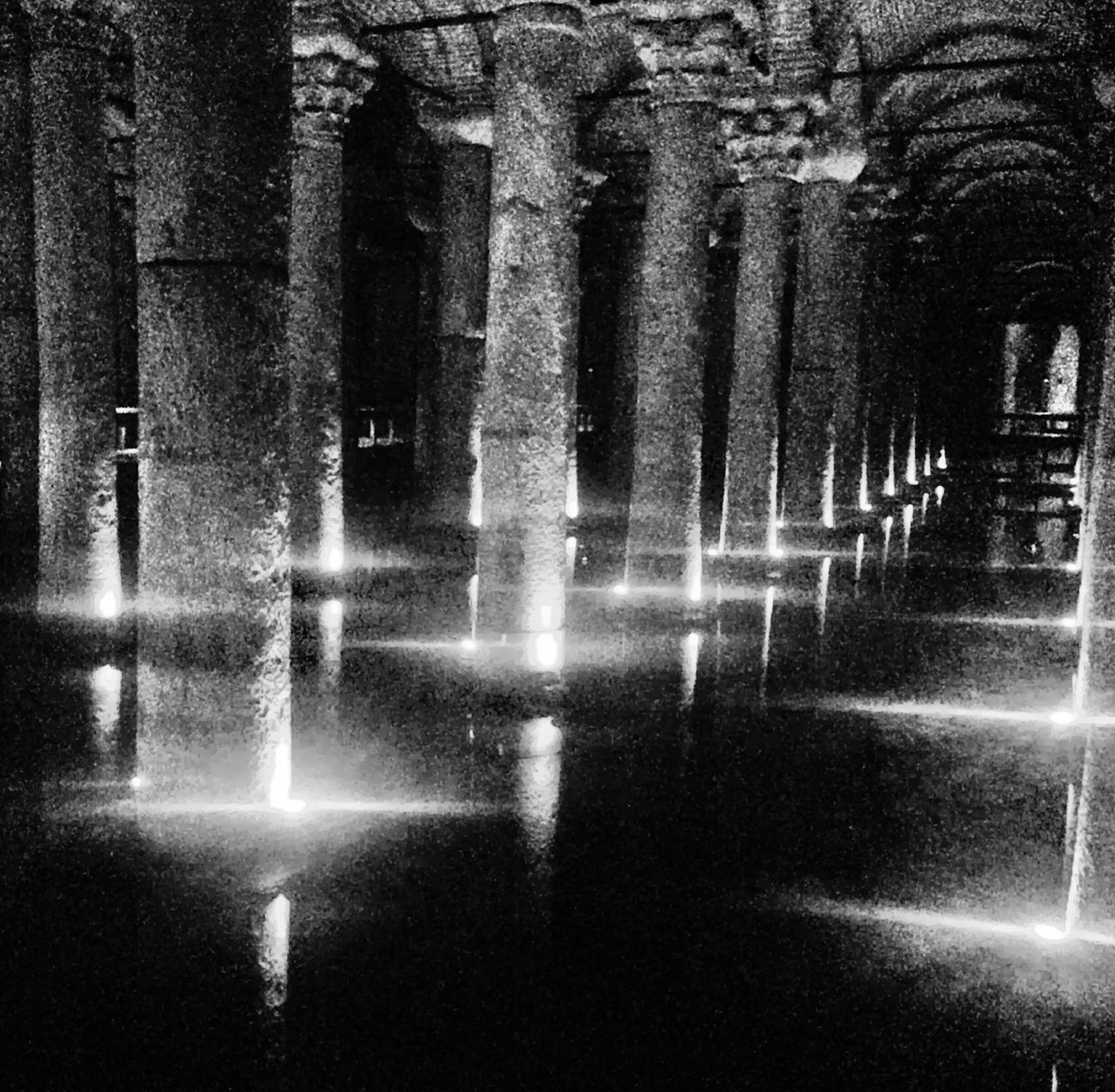 Istanbul Yerebatan Sarnıcı Istanbuldayasam Blackandwhite Basilica Eyemblackandwhite Cisterna Basilikacistern Black & White Yerebatan Black And White Cistern Symmetryporn Symmetry_art Blackandwhite Photography Black White Yerebatansarnıcı Istanbul Turkey Secret Places Good Vibes ✌