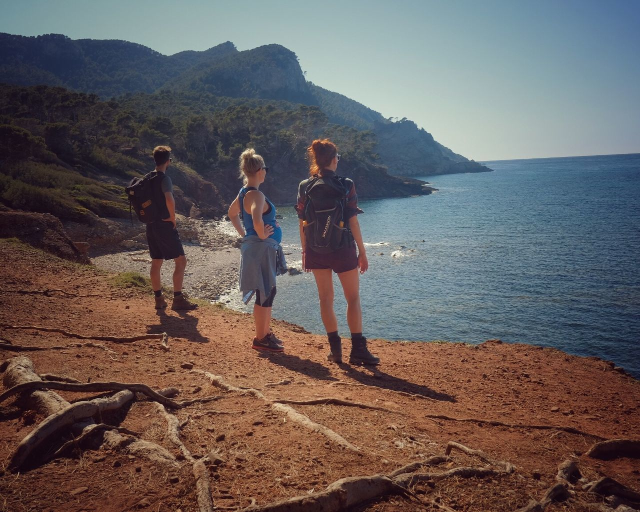 full length, real people, leisure activity, lifestyles, walking, mountain, togetherness, nature, vacations, sea, casual clothing, standing, outdoors, women, day, beauty in nature, water, sky, young adult, clear sky, young women, scenics, men, beach, friendship, people