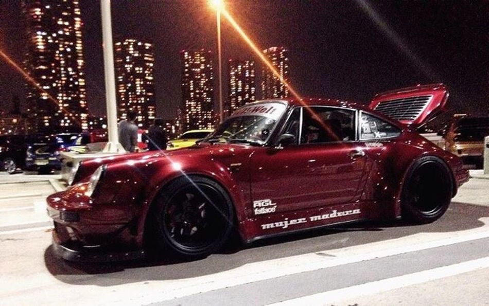 Porsche 911 Night FOLLOW MaxVaury